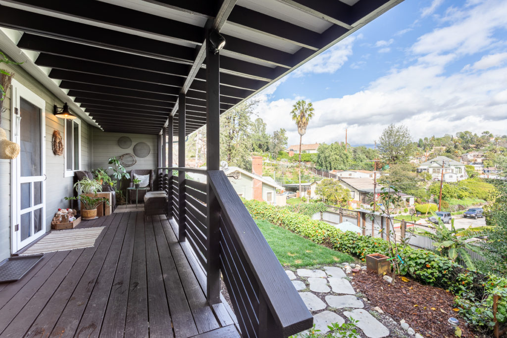 Charming Hillside Bungalow With Views 911 Crestwood