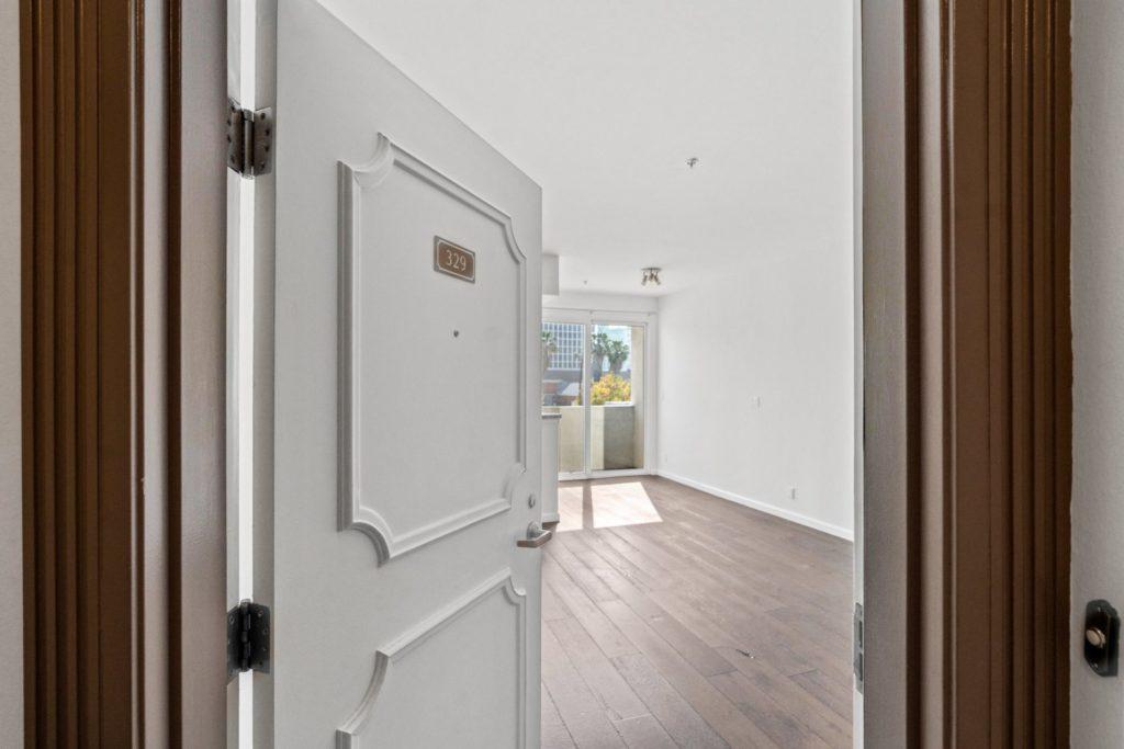 620 S Gramercy - Entrance