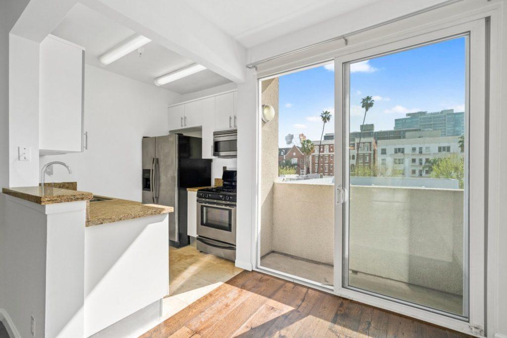 620 S Gramercy - KitchenDining