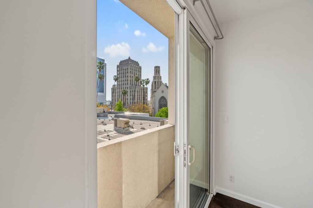 620 S Gramercy - Balcony