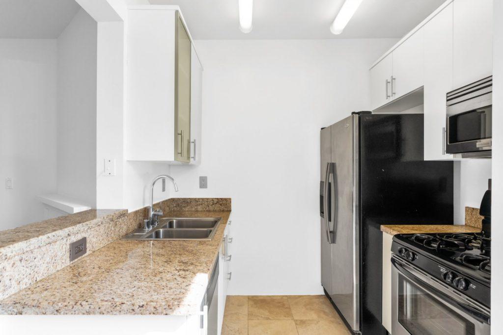 620 S Gramercy - Kitchen 1