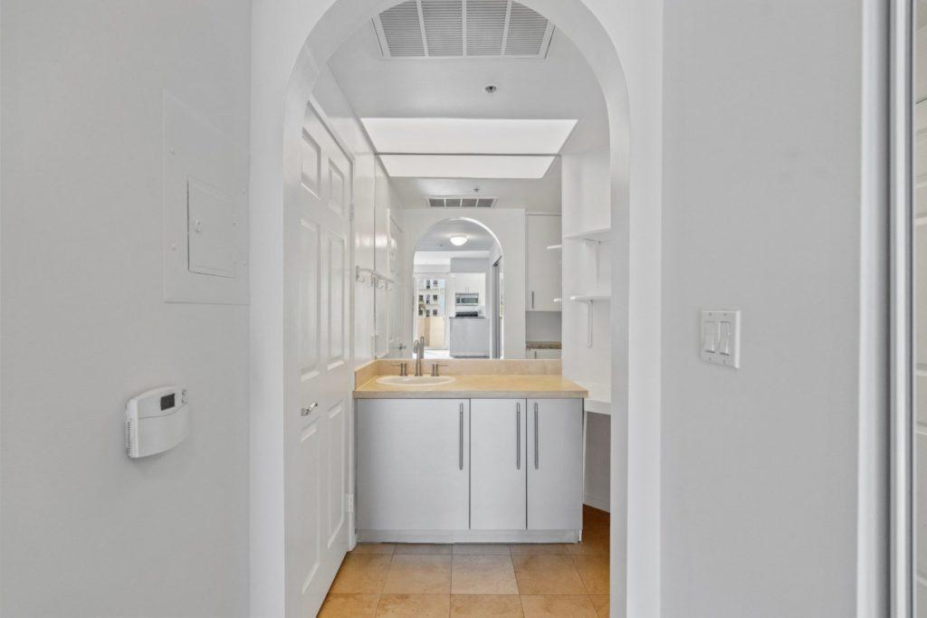 620 S Gramercy - Bathroom 3