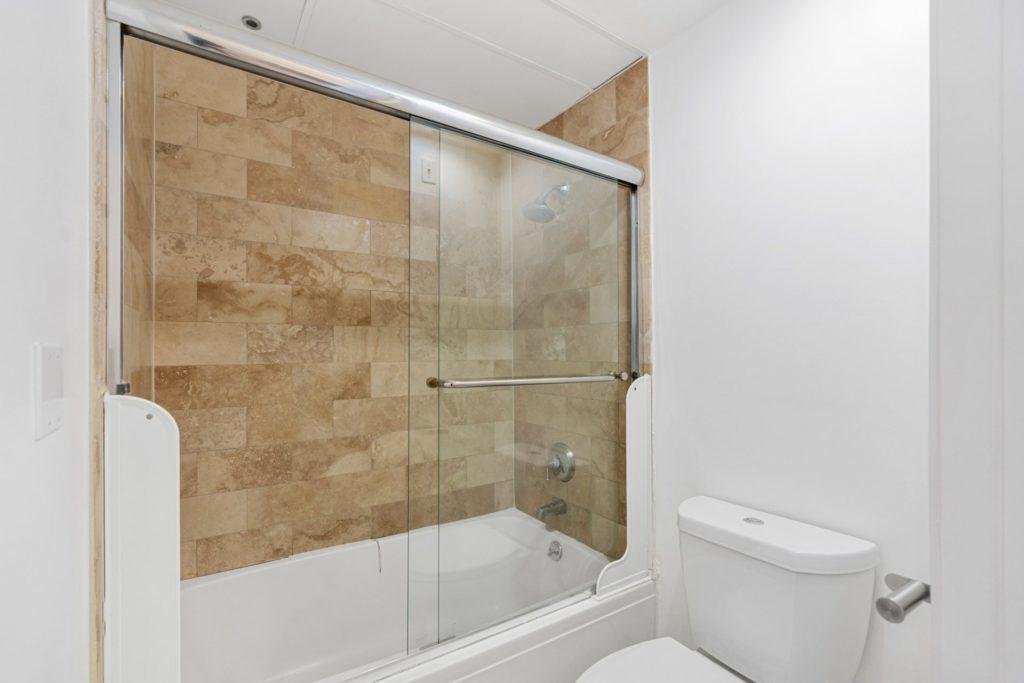 620 S Gramercy - Bathroom 2