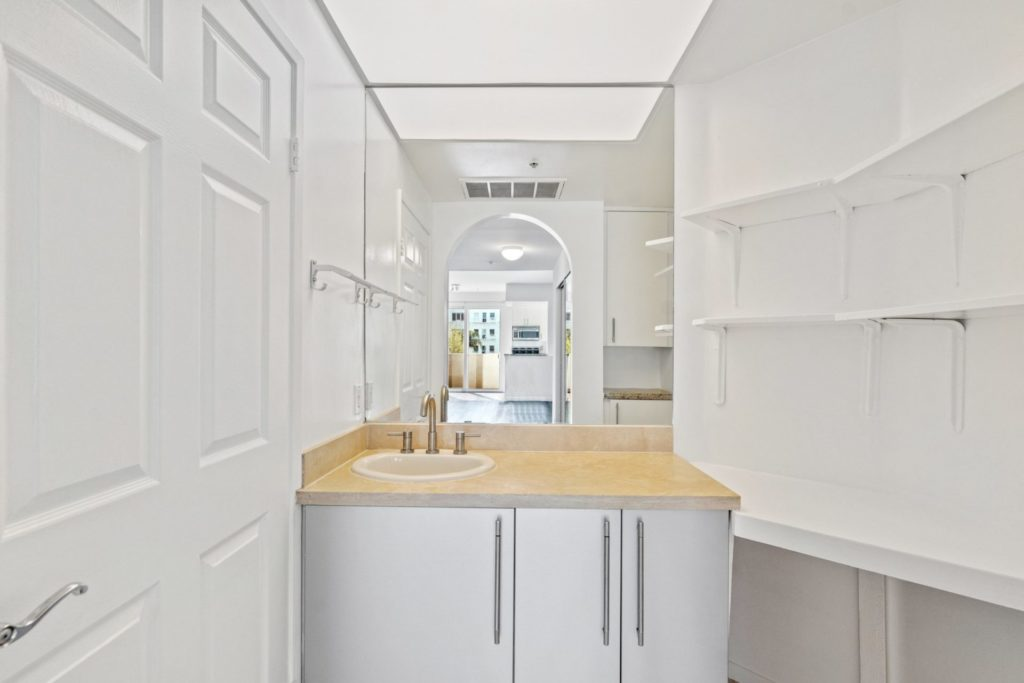 620 S Gramercy - Bathroom 1
